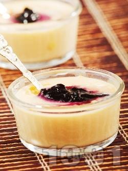 Желиран десертен крем от нишесте с боровинки (с подсладител) - снимка на рецептата